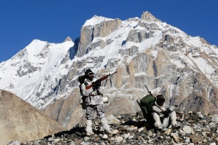 SIACHEN BASE CAMP/ INDIA / 25 JUNE 2005Indian soldiers, who who have completed their tenure at the high altitude posts, on their trek back to the Siachen Base camp are seen near the snout of the glacier, close to base camp. Photo: PRASHANT PANJIAR - LIVEWIRE IMAGES